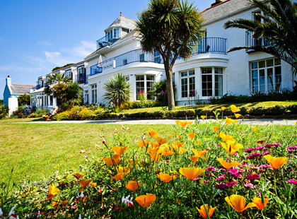 4* The White House, Herm